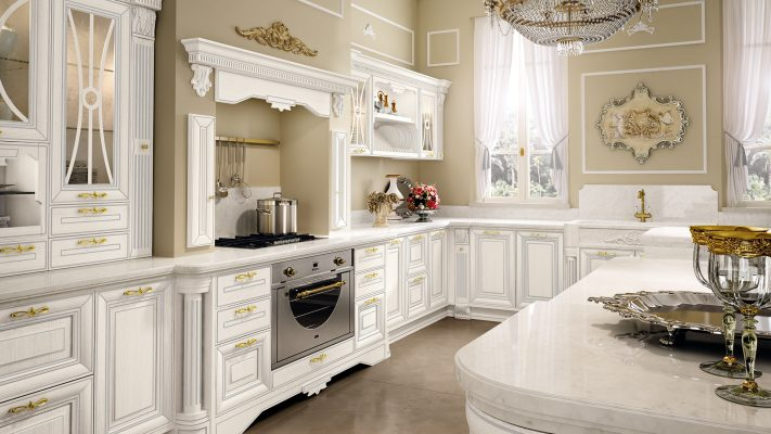 PANTHEON - luxusná zostava kuchyne od LUBE v bielej farbe so striebornou patinou a zlatými úchytkami