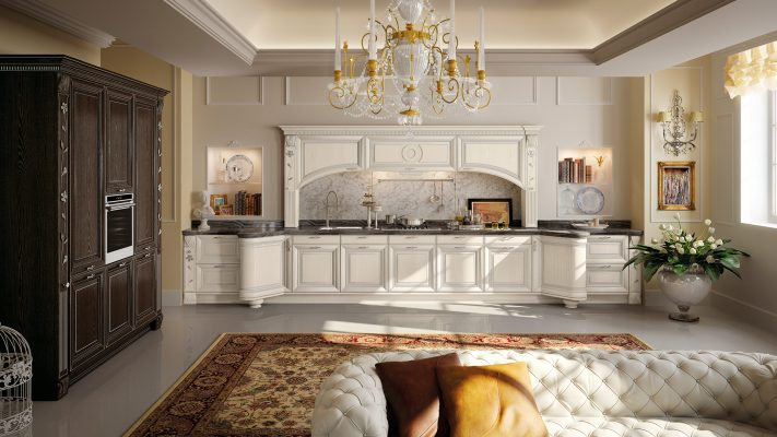 PANTHEON - luxusný model kuchyne od LUBE, kombinácia krémovej zostavy s hnedou, obidve so striebornou patinou