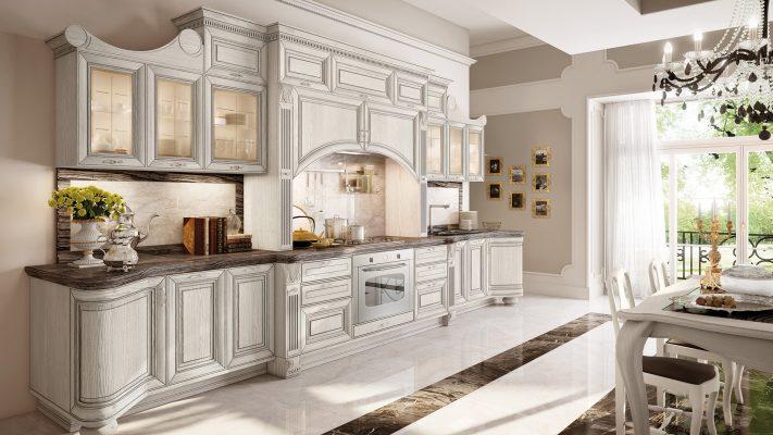 PANTHEON - luxusná kuchyňa od LUBE s nádherne prepracovanými detailami, okrasnými lištami a doplnkami, v ľadovo bielej farbe so striebornou patinou