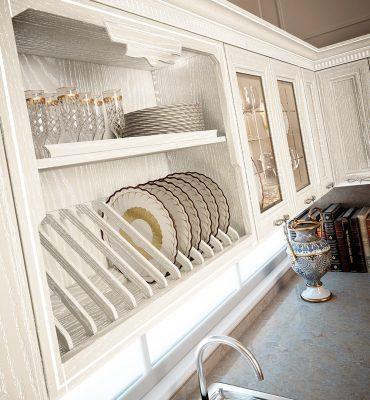 PANTHEON - detail poličky na taniere, vyrobenej z masívneho dreva, morenej do bielej farby a patinovanej striebrom