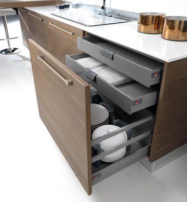 ADELE, skrinka vybavená vnútornými zásuvkami a čelným výsuvom