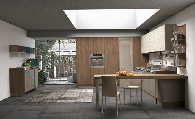 CloverBridge moderná kuchyňa s priestorom pre práčku a sušičku, na horných skrinkách je použitý ornament